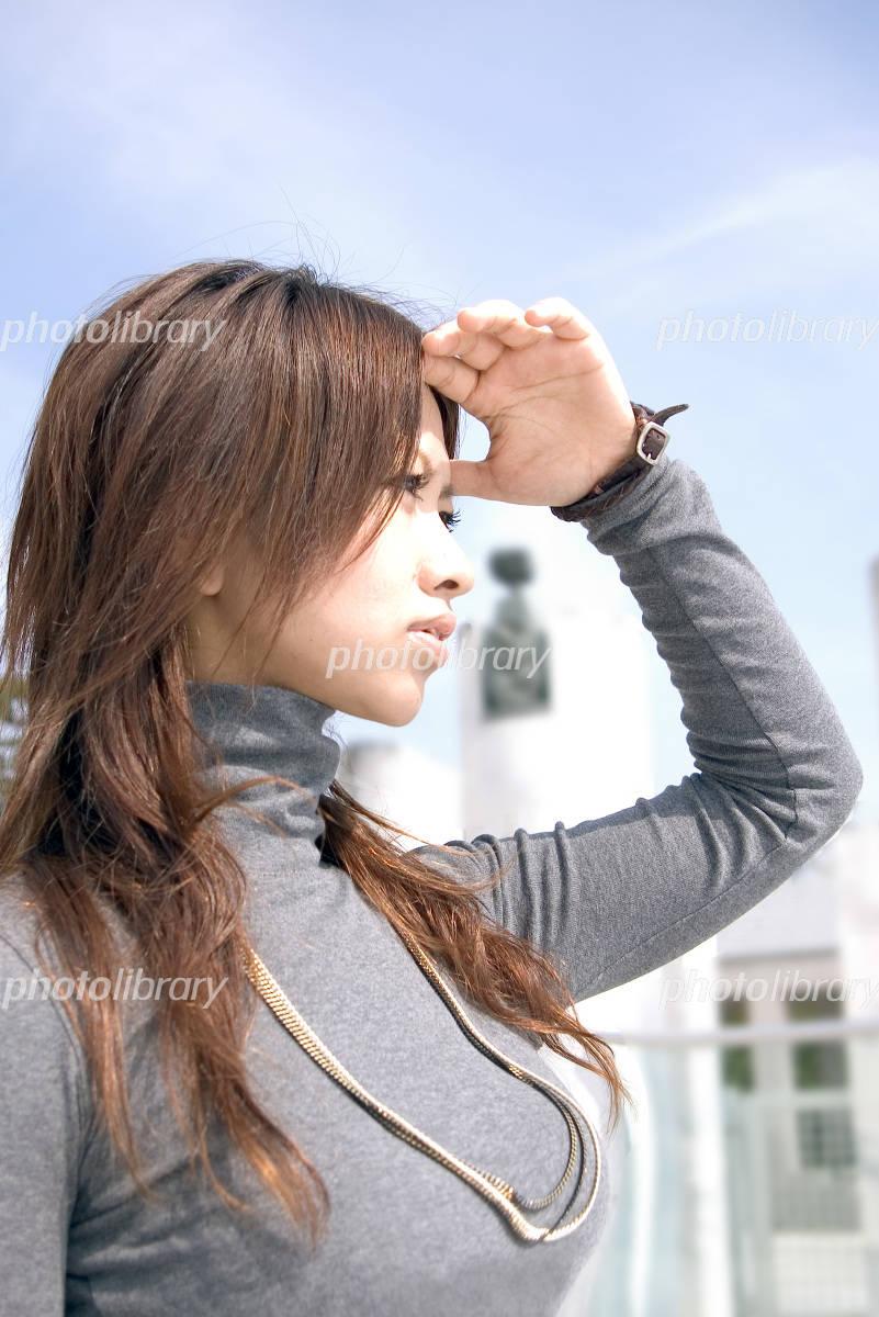 遠くを見る女性-写真素材 遠くを見る女性 画像ID 319668  遠くを見る女性