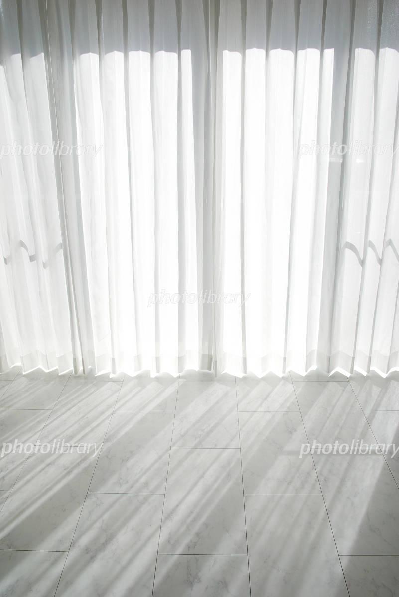 窓から差し込む光の写真