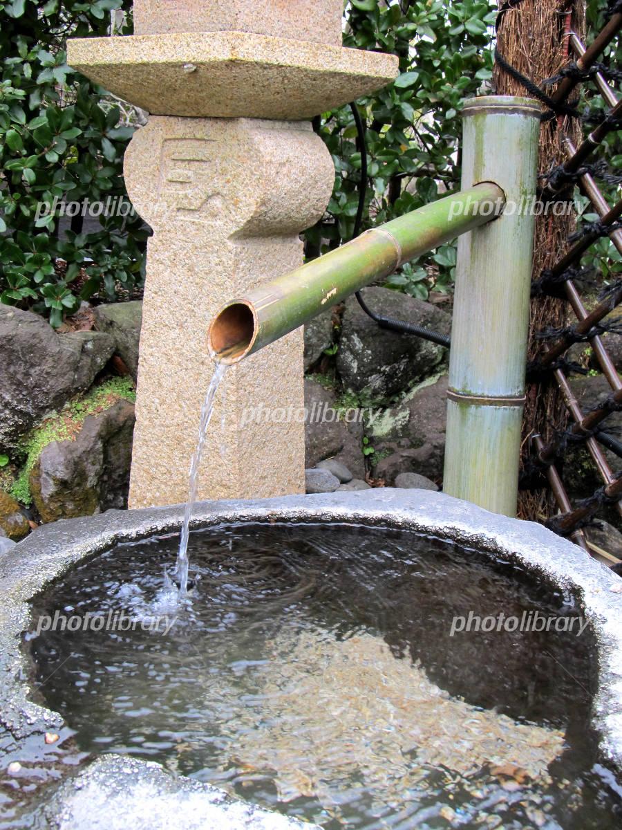 日本庭園の竹水栓の写真