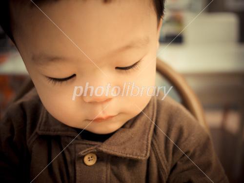 下向き 赤ちゃん 写真素材 [ 1249734 ] - フォトライブラリー photolibrary