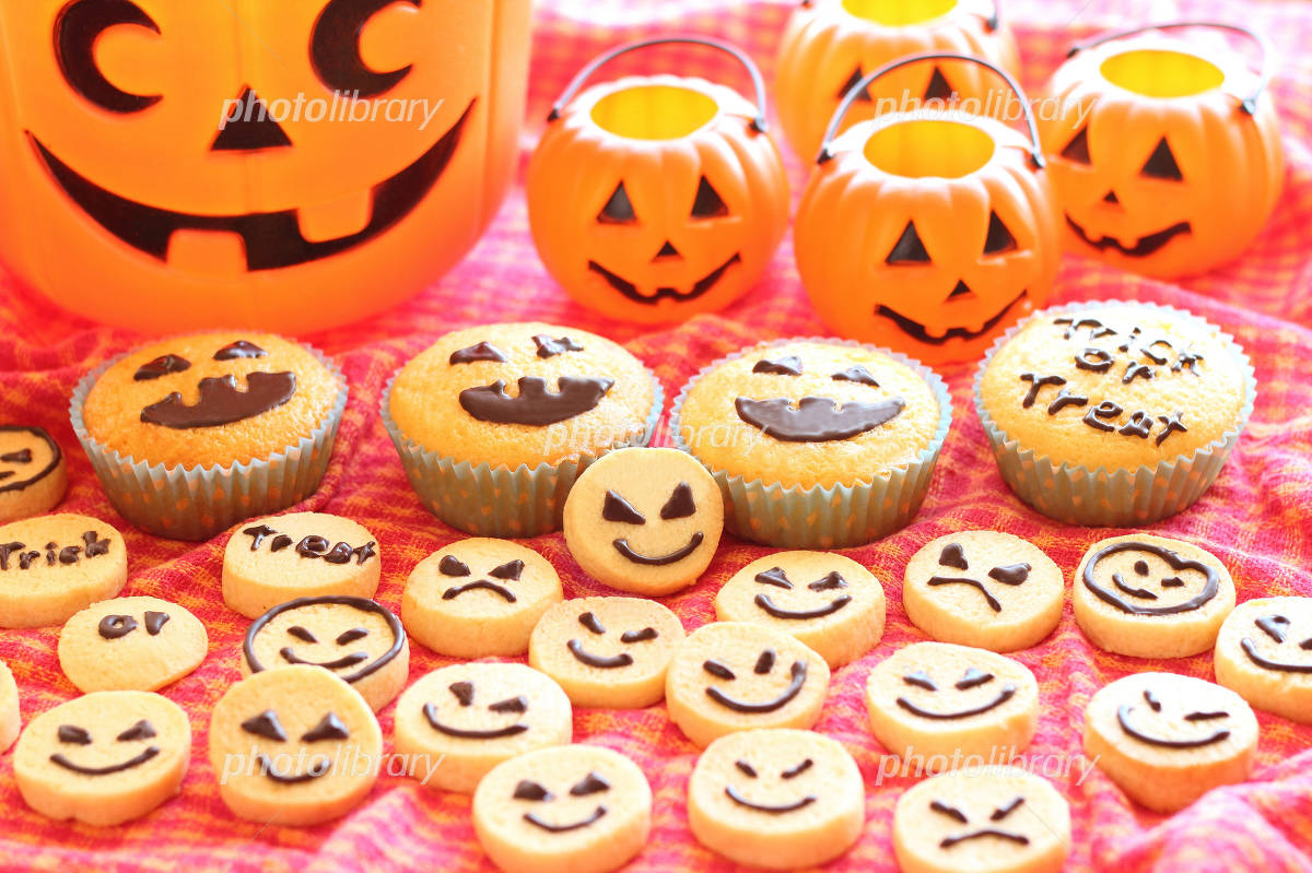 Halloween cupcakes and cookies Photo