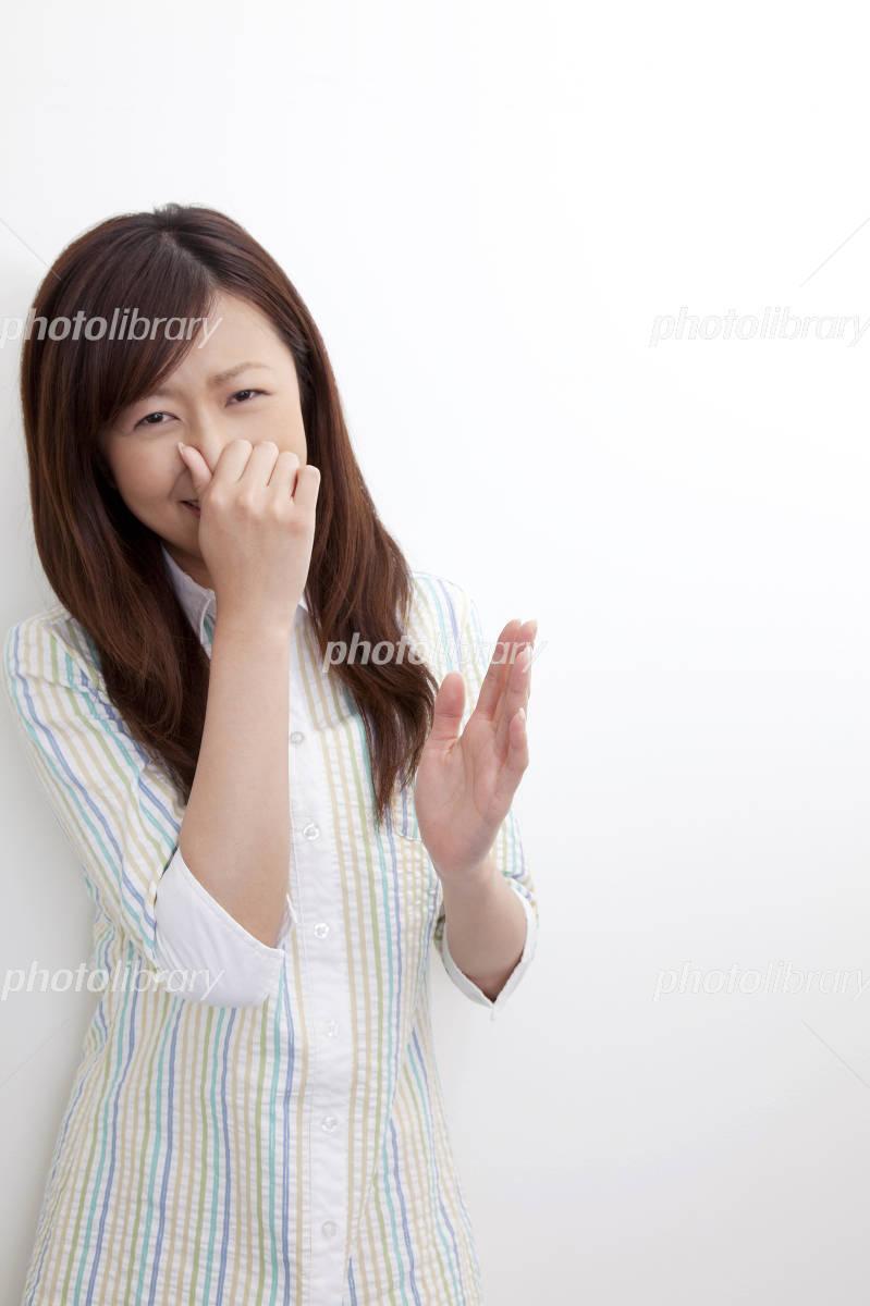 を と 鼻 臭い つまむ