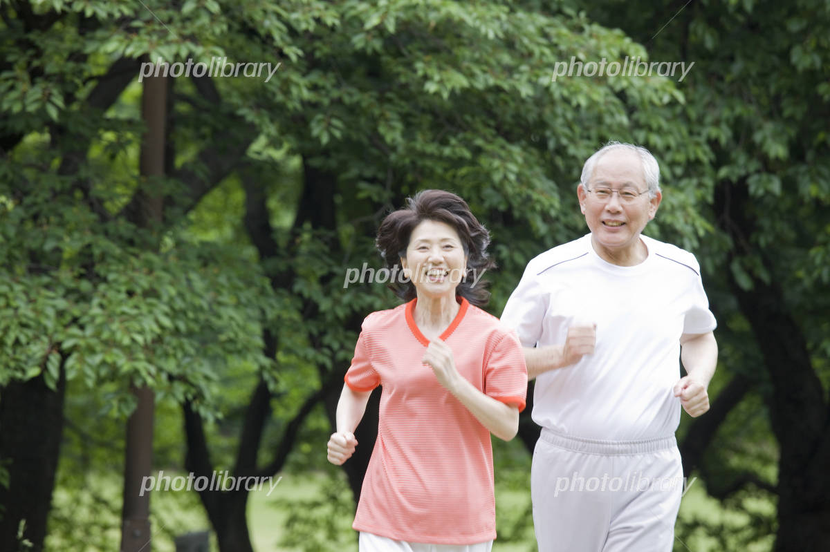 Elderly couple to the marathon in the park Photo