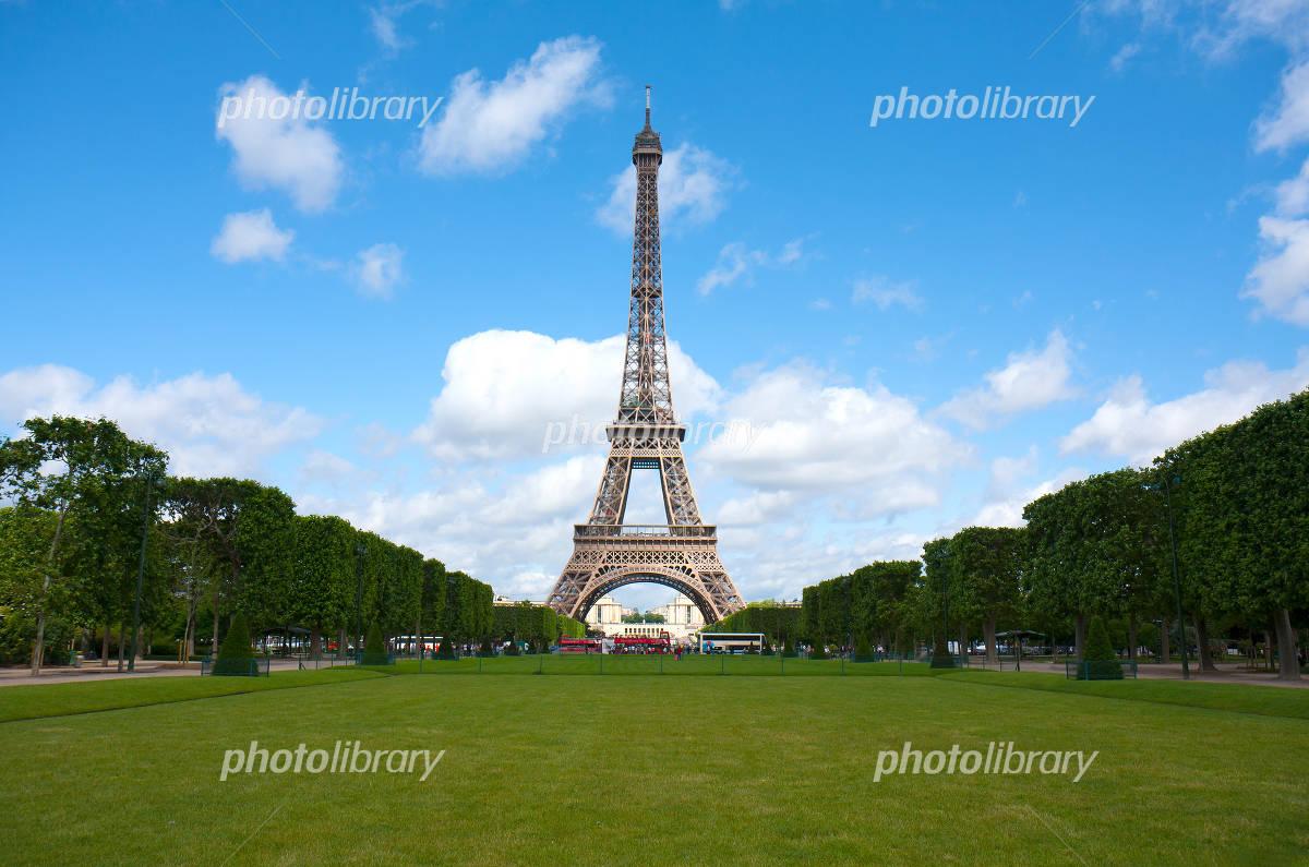 Blue sky, spring in Paris, the Eiffel Tower Photo