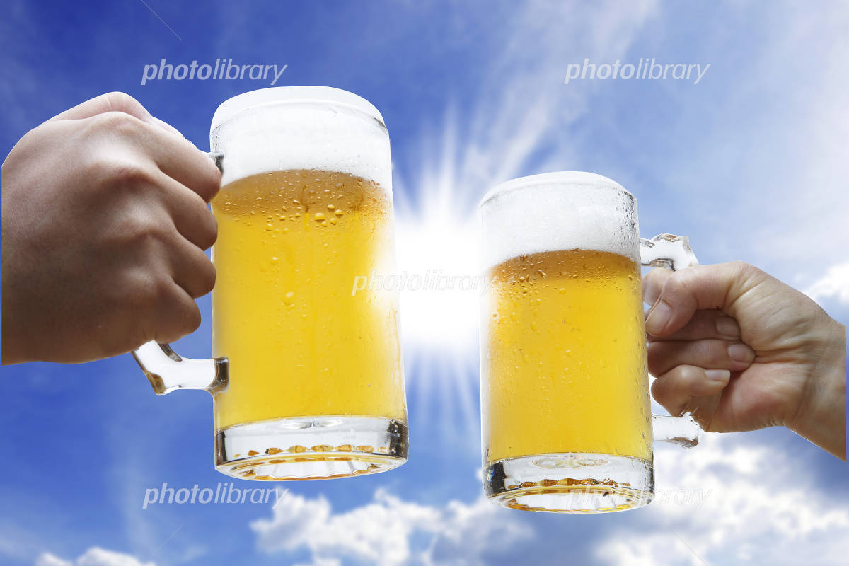 Cheers with beer in the summer Photo