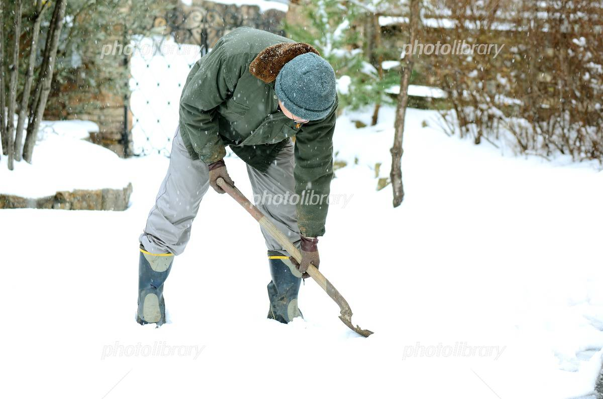 Man for the snow shoveling Photo