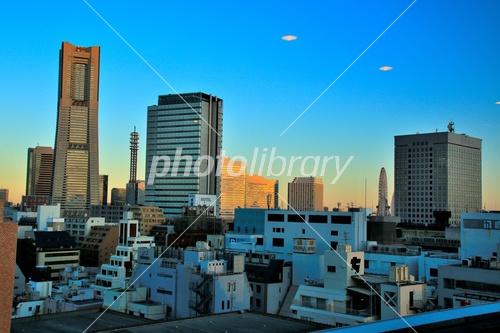 横浜ランドマークタワーとufo 写真素材 3752066 フォトライブ