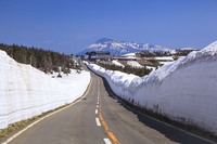 Akita Prefecture, Iwate Prefecture, Iwate far and snow corridor of Hachimantai Asupite line Stock photo [3971474] Hachimantai