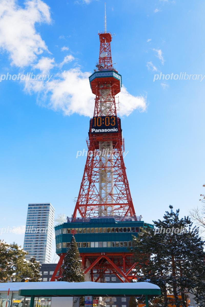 雪景色の札幌テレビ塔と青空 写真素材 5496978 フォトライブラリー