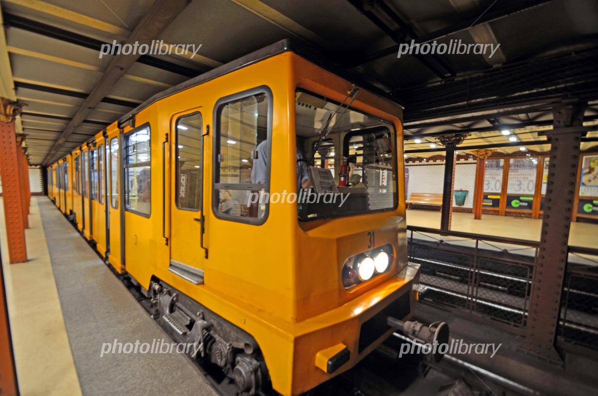 ブダペスト地下鉄1号線 写真素材 [ 5802133 ] - フォトライブラリー ...