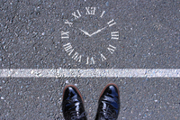 時間を目の前に考える人 A person thinking about time punctuality 時間