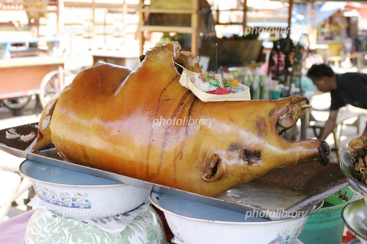 バリ島の小豚の丸焼き 写真素材 949980 フォトライブラリー