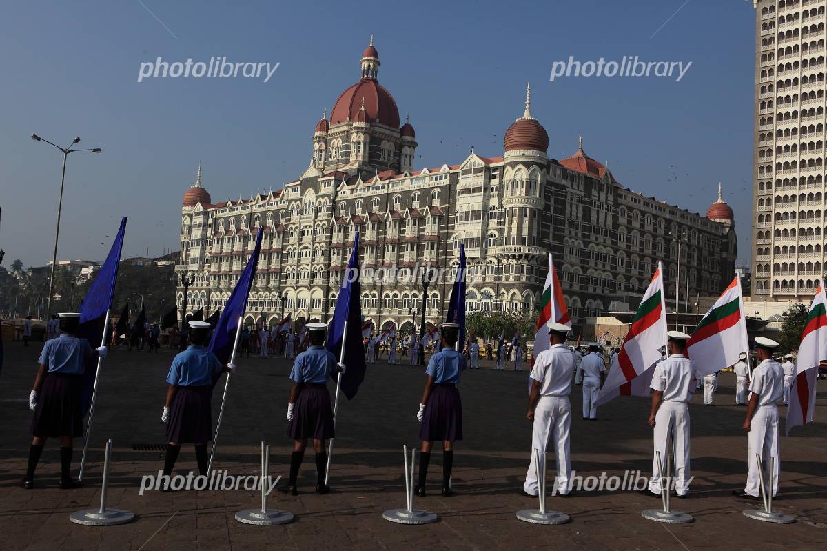 ムンバイ・タージ・マハルと儀仗兵 写真素材 ムンバイ・タージ・マハルと儀仗兵 写真素材 フォトラ