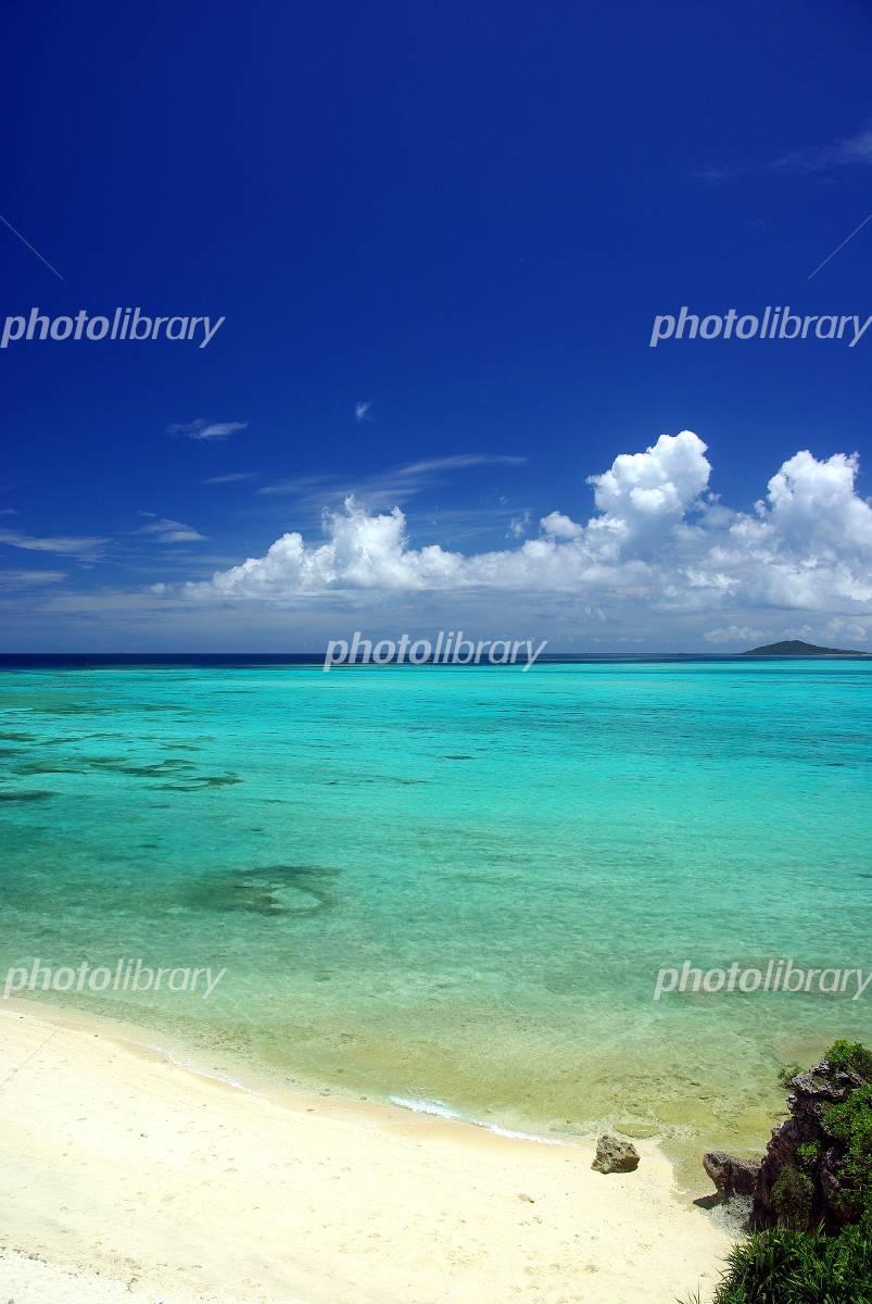 Sea of Okinawa blue sky and emerald green Photo