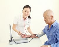 I measure the blood pressure Nurse
