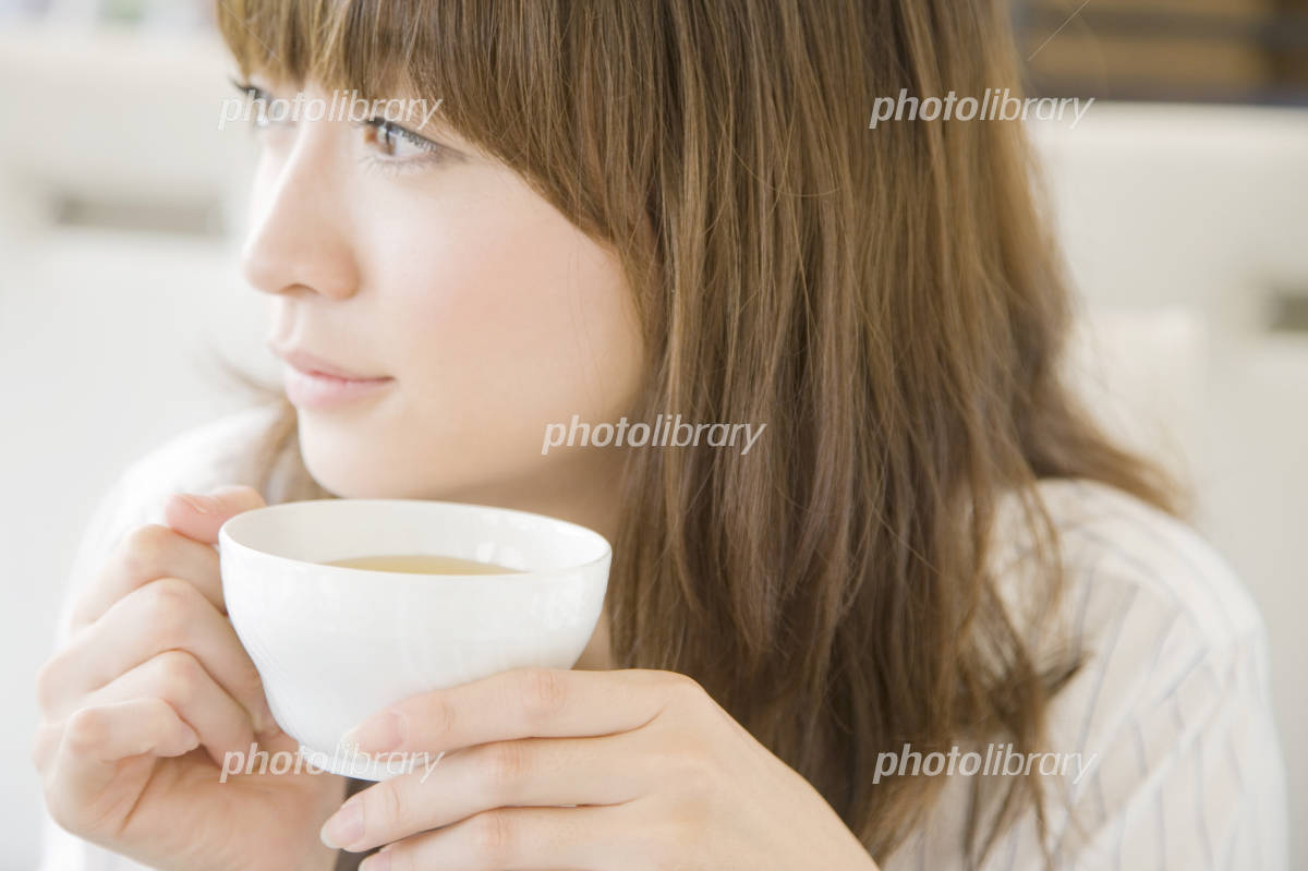 Women who drink tea Photo