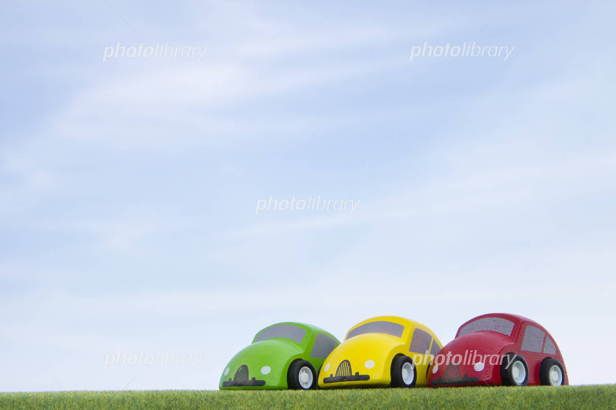Blue sky and trees of car toys Photo