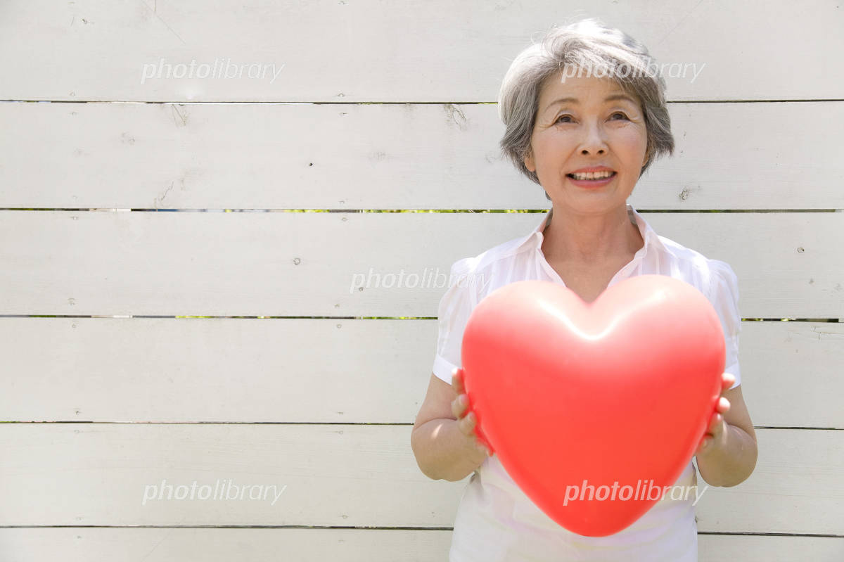 Senior women with heart balloons Photo