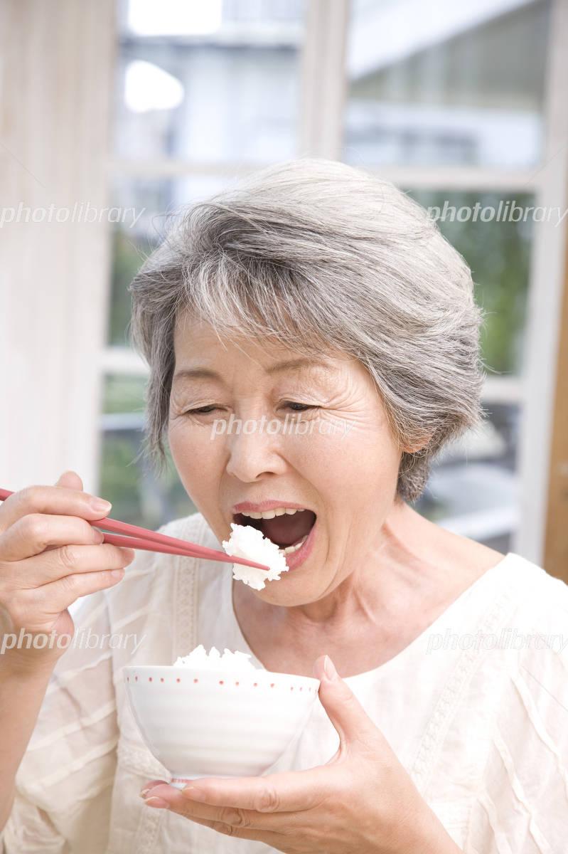Senior women who eat white rice Photo