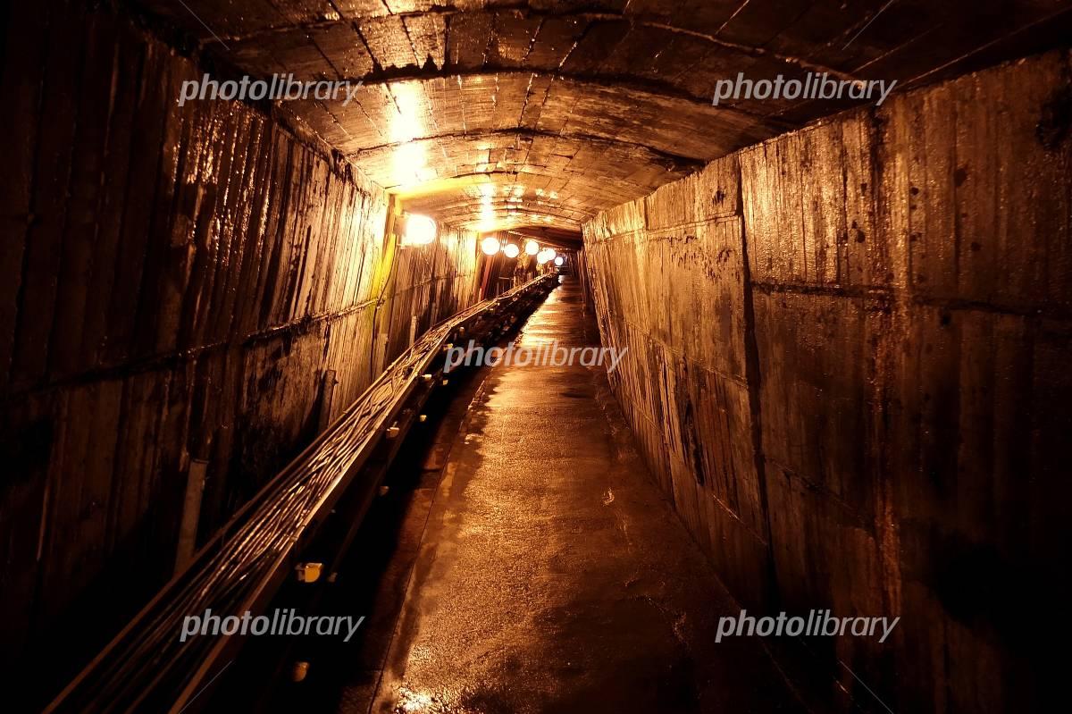 坑道内の明かり 写真素材 [ 636851 ] 無料 - フォトライブラリー ...