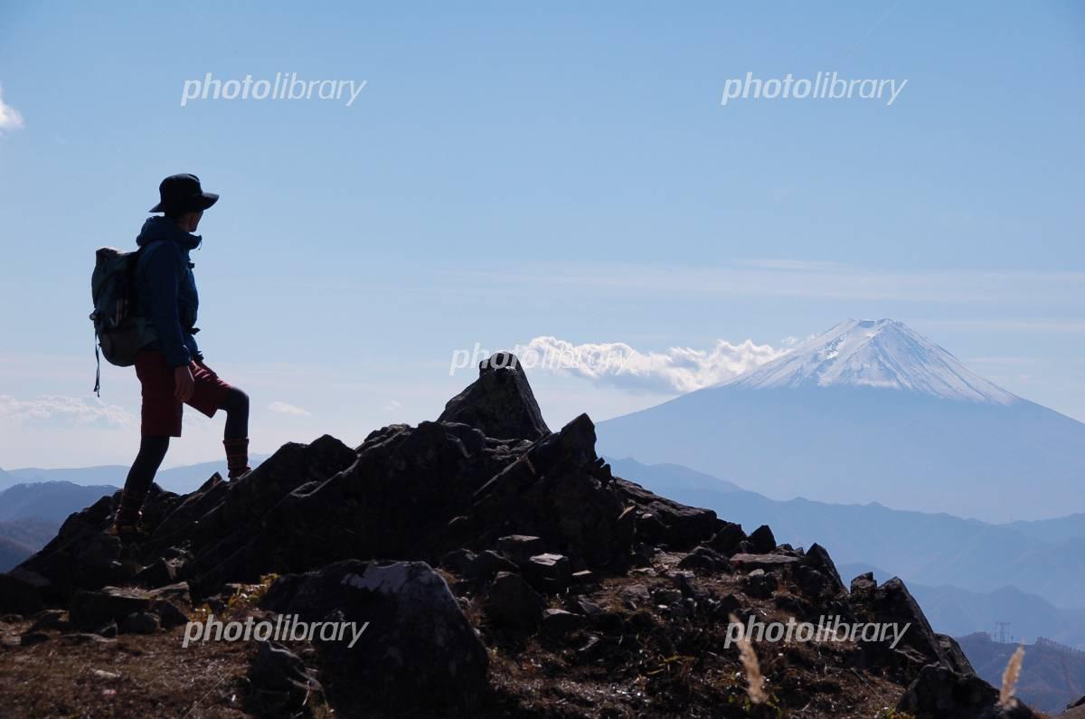 Men climbing silhouette Photo