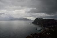 雨のカプリ島
