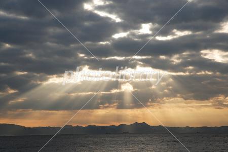 雲間から差す光 写真素材 [ 1226...