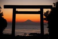 Fuji of the sunset from the Susaki Shrine torii Stock photo [4432801] Susaki