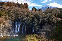イラスト White Falls Falls and Mt. Fuji in Winter(5112264)
