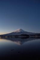 イラスト Fuji from the moonlight from Kawaguchiko(5112278)