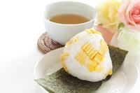 写真 Sweet corn rice balls and barley tea(5113593)
