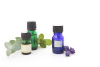 写真 Eucalyptus and mint and lavender oil image Horizontal position(5115135)