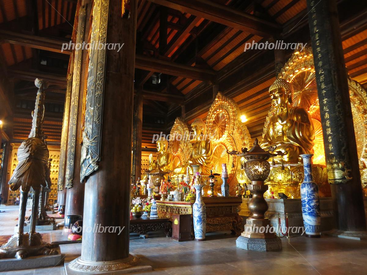 ベトナムのバイディン寺三世仏殿の三世仏像 写真素材 [ 5299700 ...