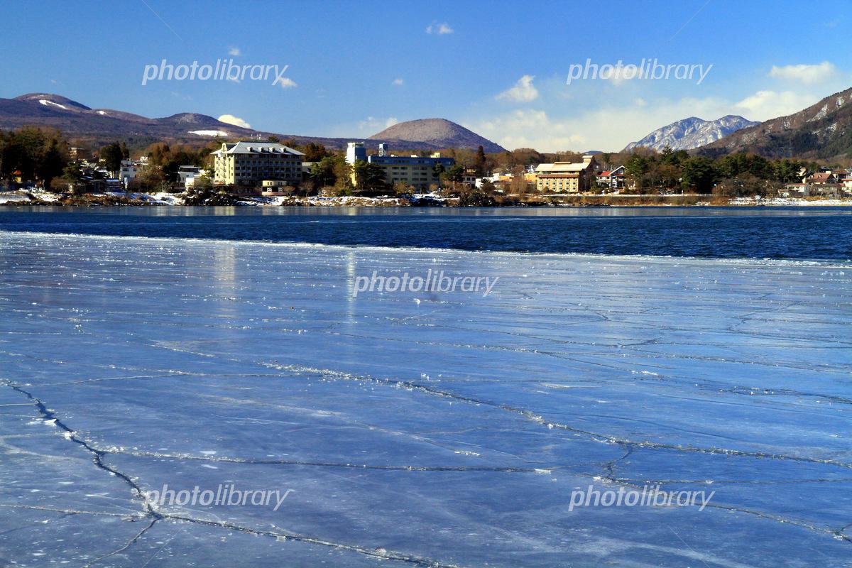 結氷した河口湖 写真素材 [ 5474...