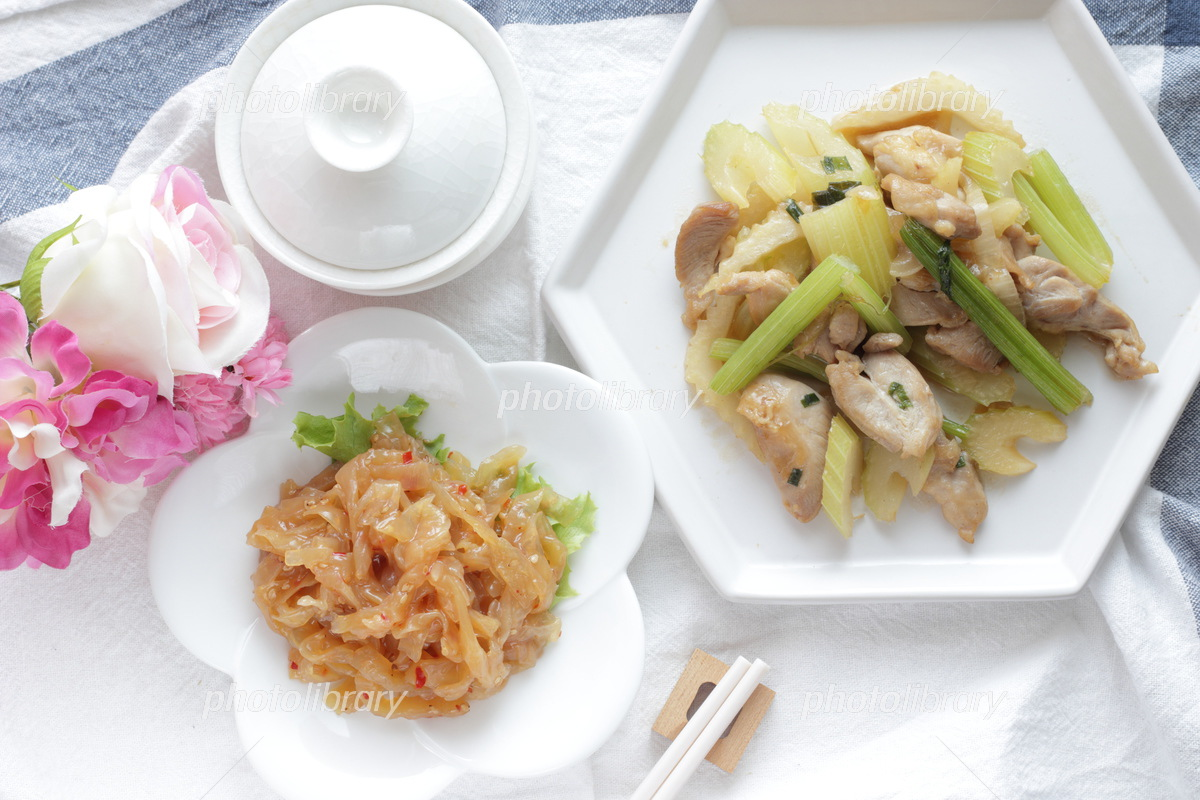 Chinese jellyfish and vegetable stir-fry Photo