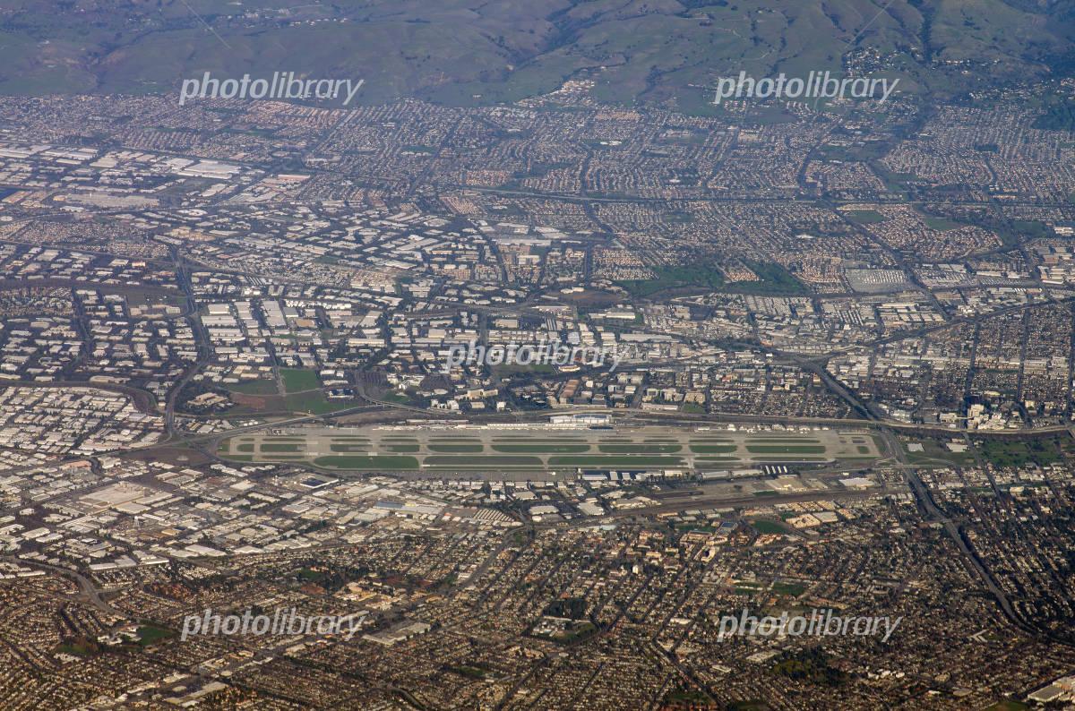 サンノゼ国際空港 空撮 写真素材...