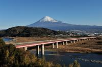 富士川サービスエリアから見た富士山
