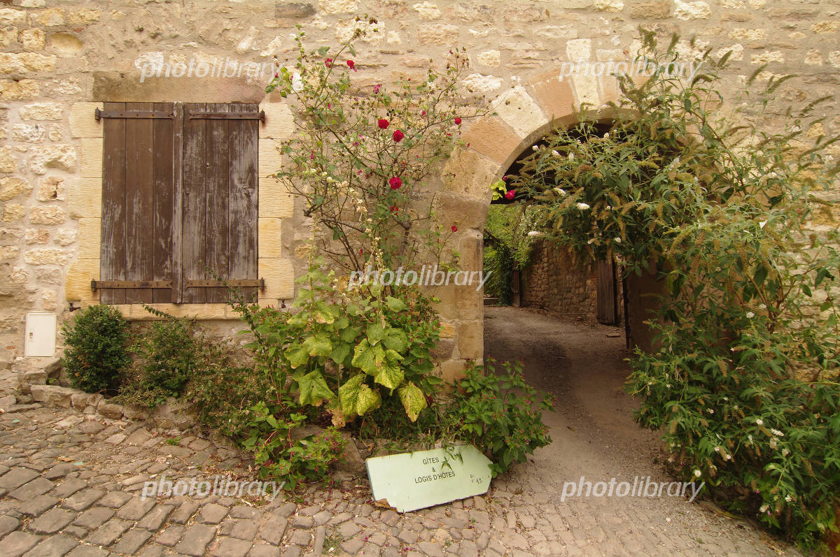 In Cordes-sur-Ciel alley Photo