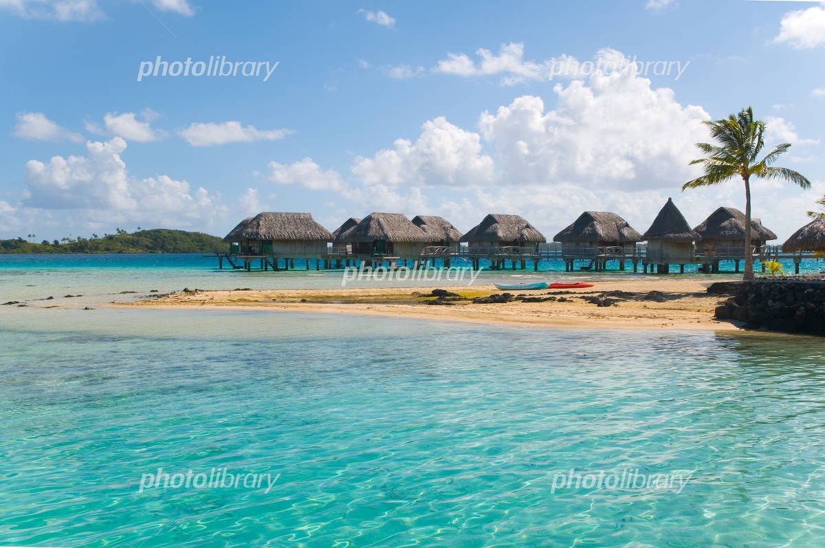 Tahitian sea and cottages Photo