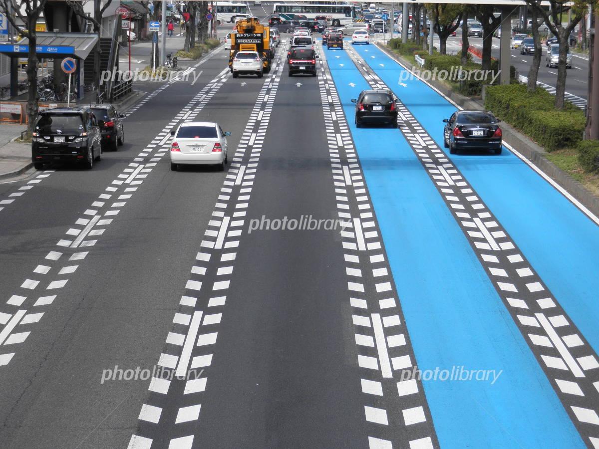 5車線道路の写真