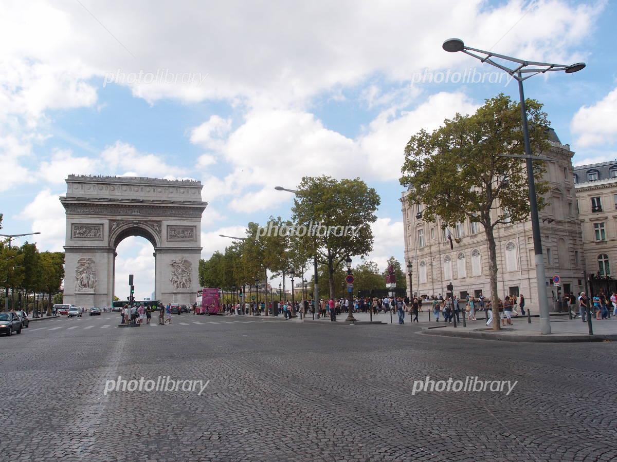 Arc de Triomphe from the Champs-Elysées Photo