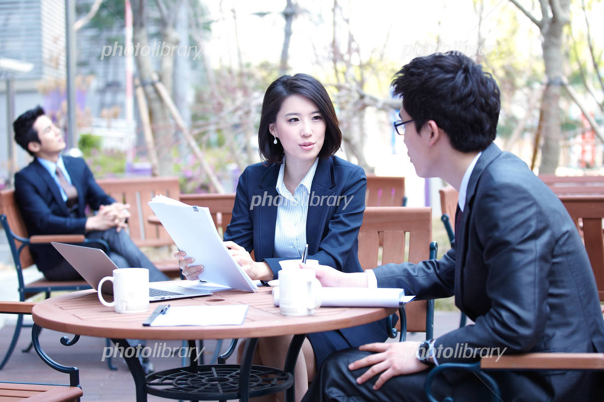 Men and women to a meeting in cafe Photo
