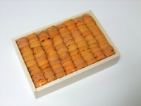 Raw sea urchin that went into the wooden box Raw