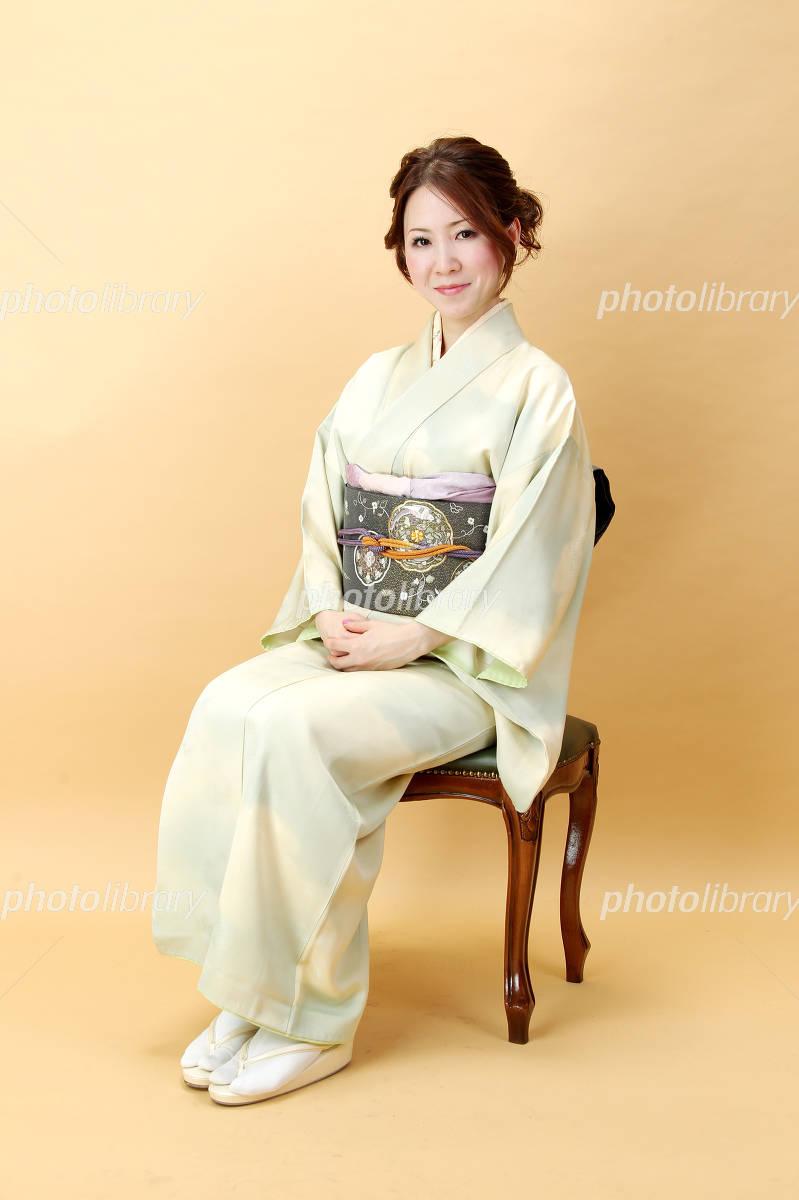 和服女性全身でアイボリー 笑顔 写真素材 [ 3068776 ] 無料 - フォトライブラリー photolibrary