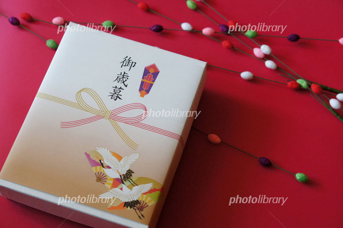 Gifts crane beside Photo