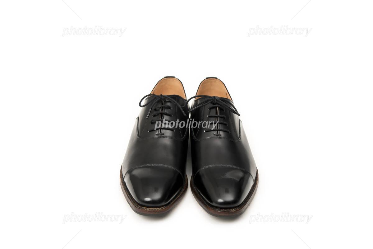 男性用の黒い革靴 正面 写真素材 [ 4065584 ] , フォトライブ