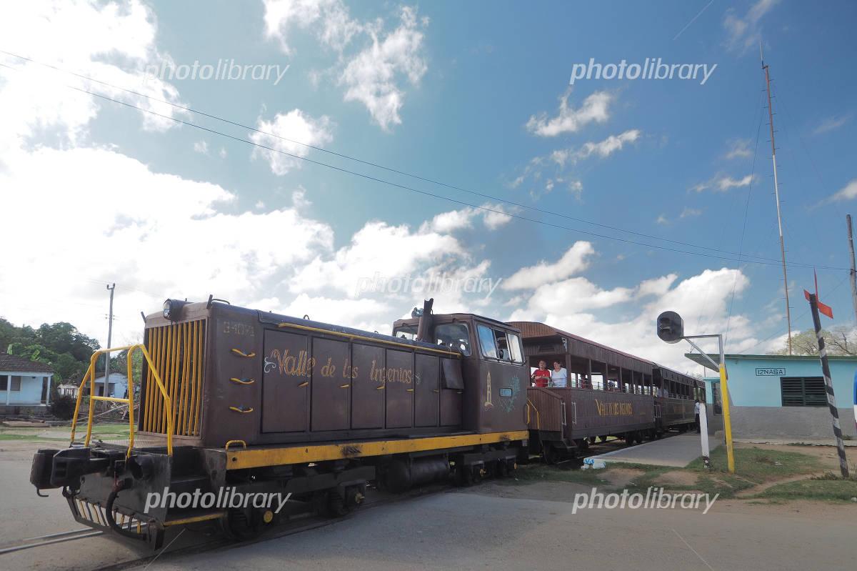 キューバ トリニダーの保存鉄道 ...