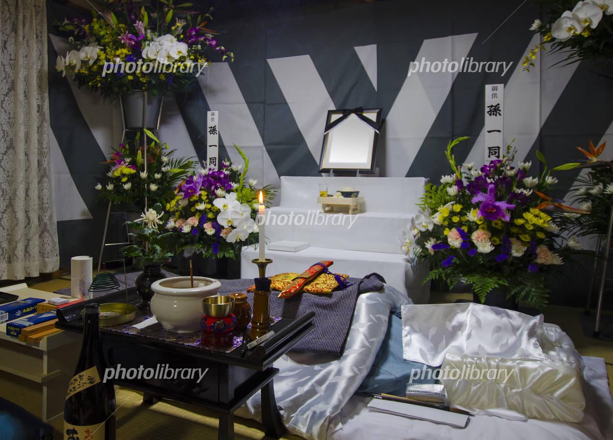 故人を弔う通夜・葬式のイメージ 写真素材 [ 4536431 ] - フォトライブ ...