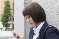 Businesswoman Sumaho operation seriously profile outside the green Marunouchi Street Stock photo [4536510] smartphone