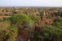 ミャンマーのシュエサンドー・パゴダから見るバガン遺跡群